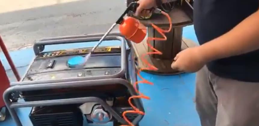 pistola de petrolear para limpiar motores
